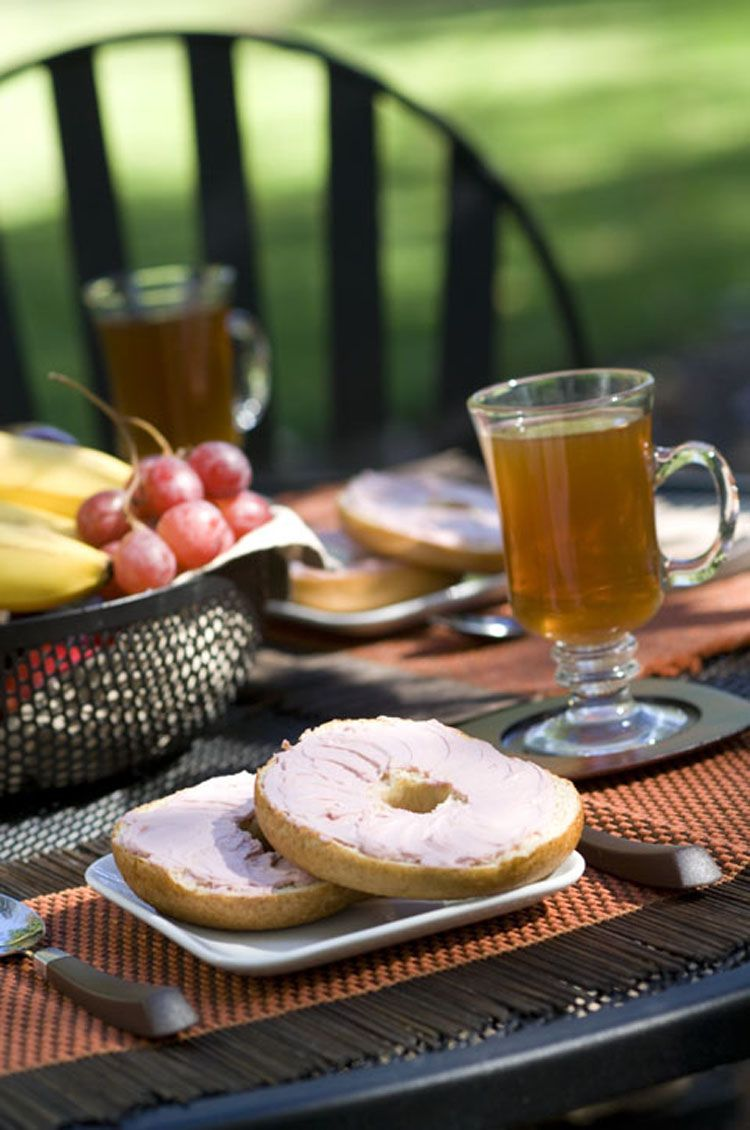Plan a no-hassle outdoor breakfast with Aunt Millie's bagels. Add some fruit and coffee, and you're done! #easy #breakfast #alfresco