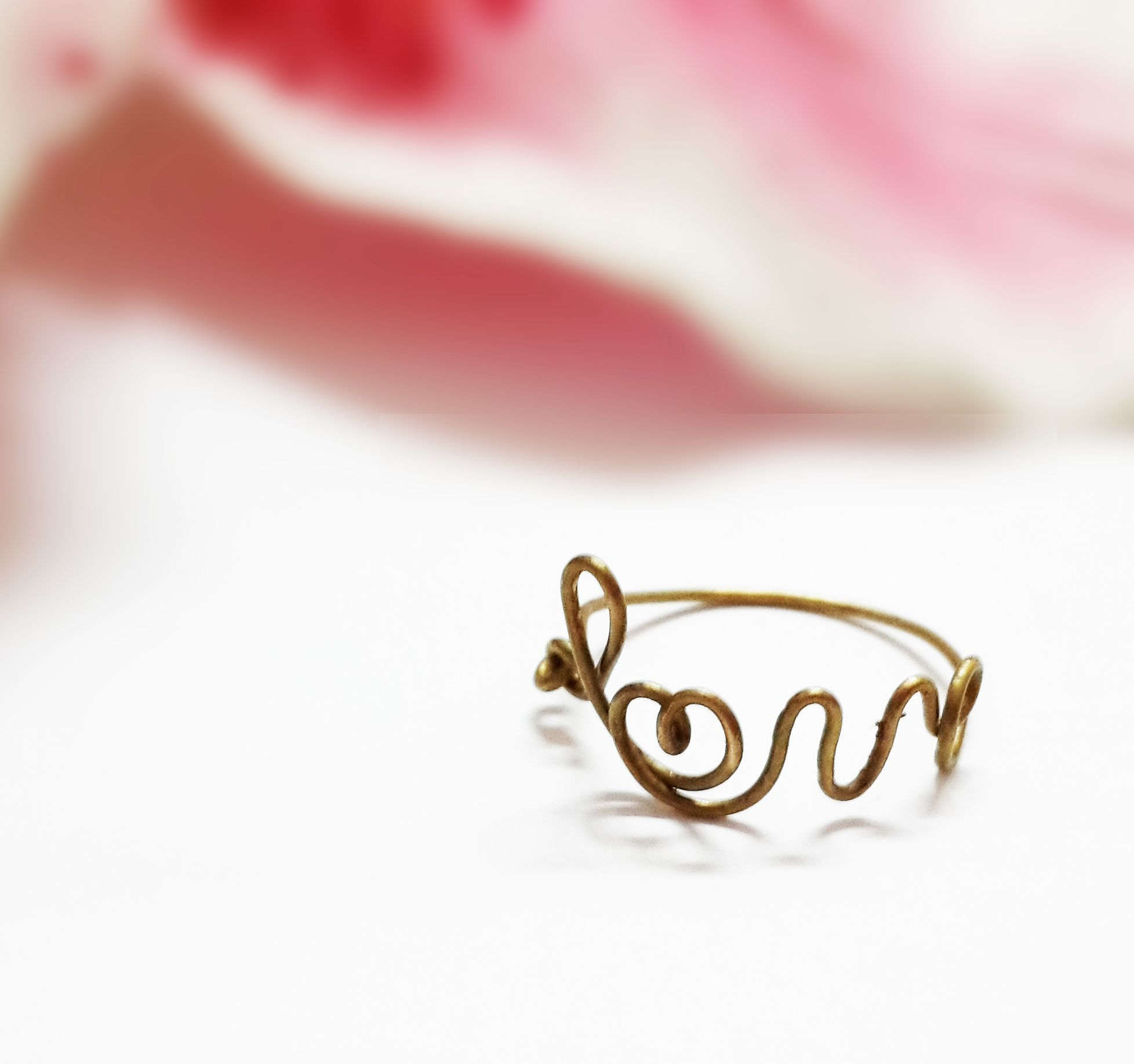 I am making this brass love wire ring. It's nice, isn't it.:)