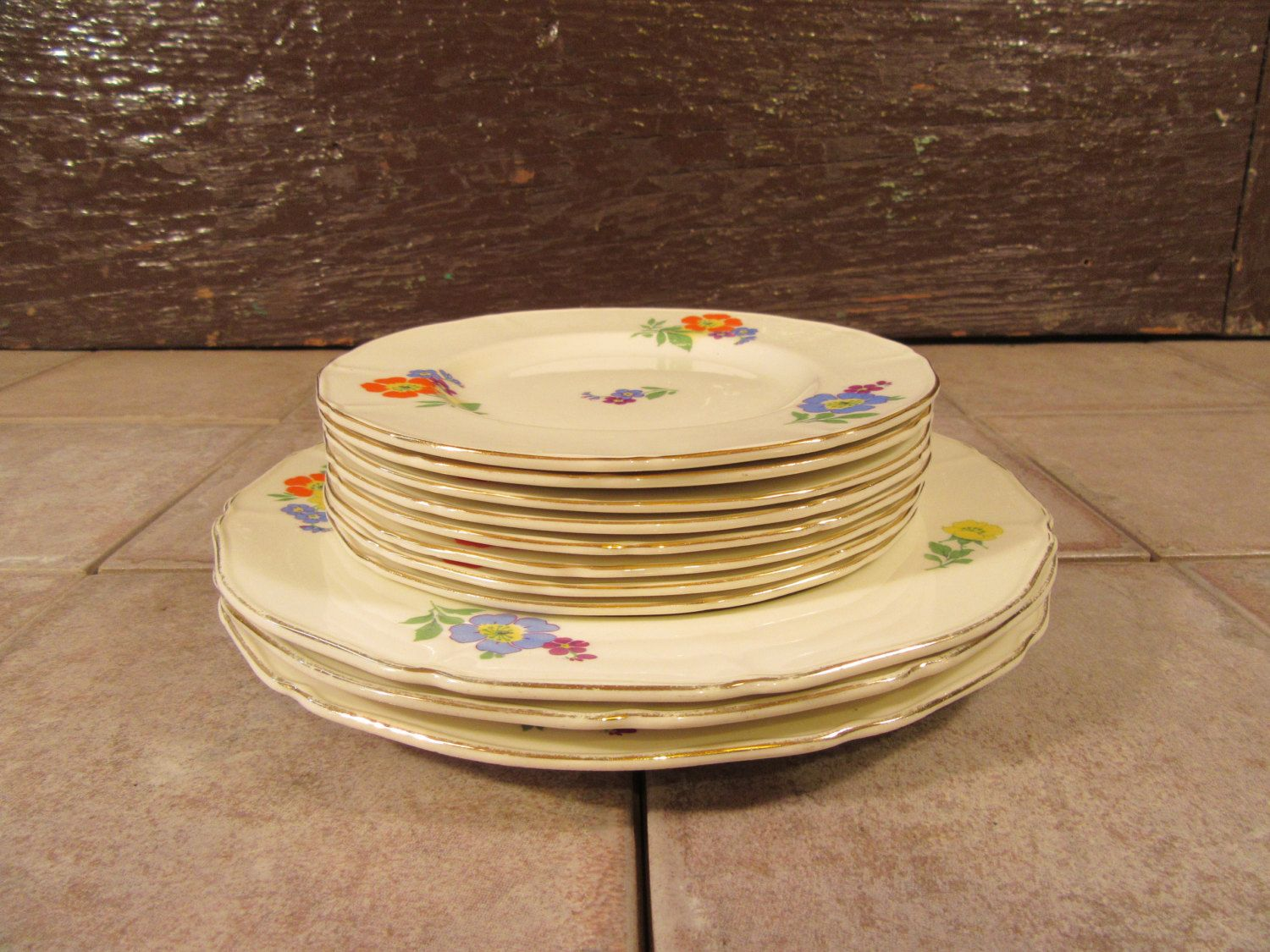 Reduced  8 Alfred Meakin (England) Freda Pattern china bread