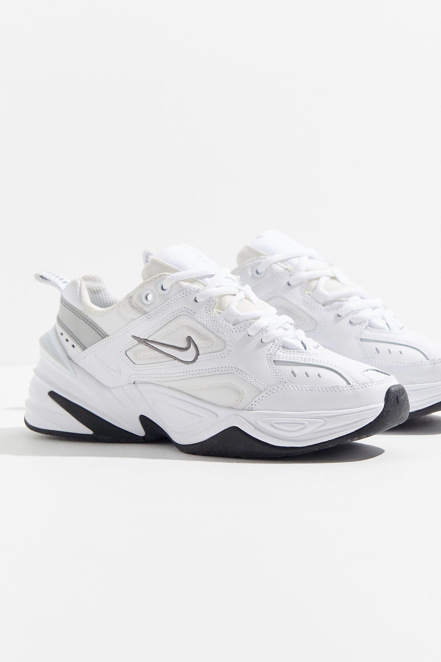 places that sell nike shoes near me