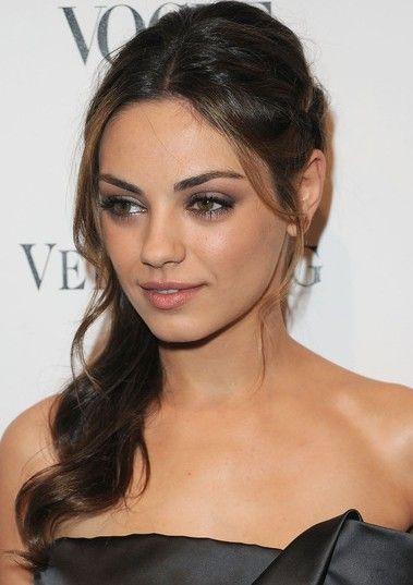 Mila Kunis Short Hair Style With Messy Waves And Texture Bob Hairstyles Hair Styles Short Hair Styles