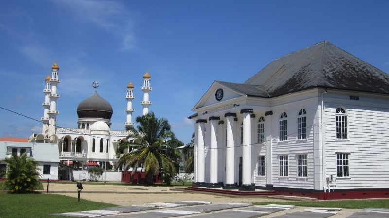 Mosque and synagogue in Paramaribo