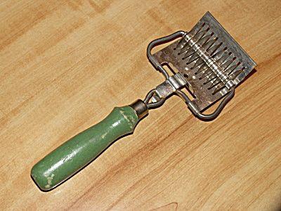 Vintage Green Wood Handle Slicer Mincer Kitchen Utensil Gadget ...