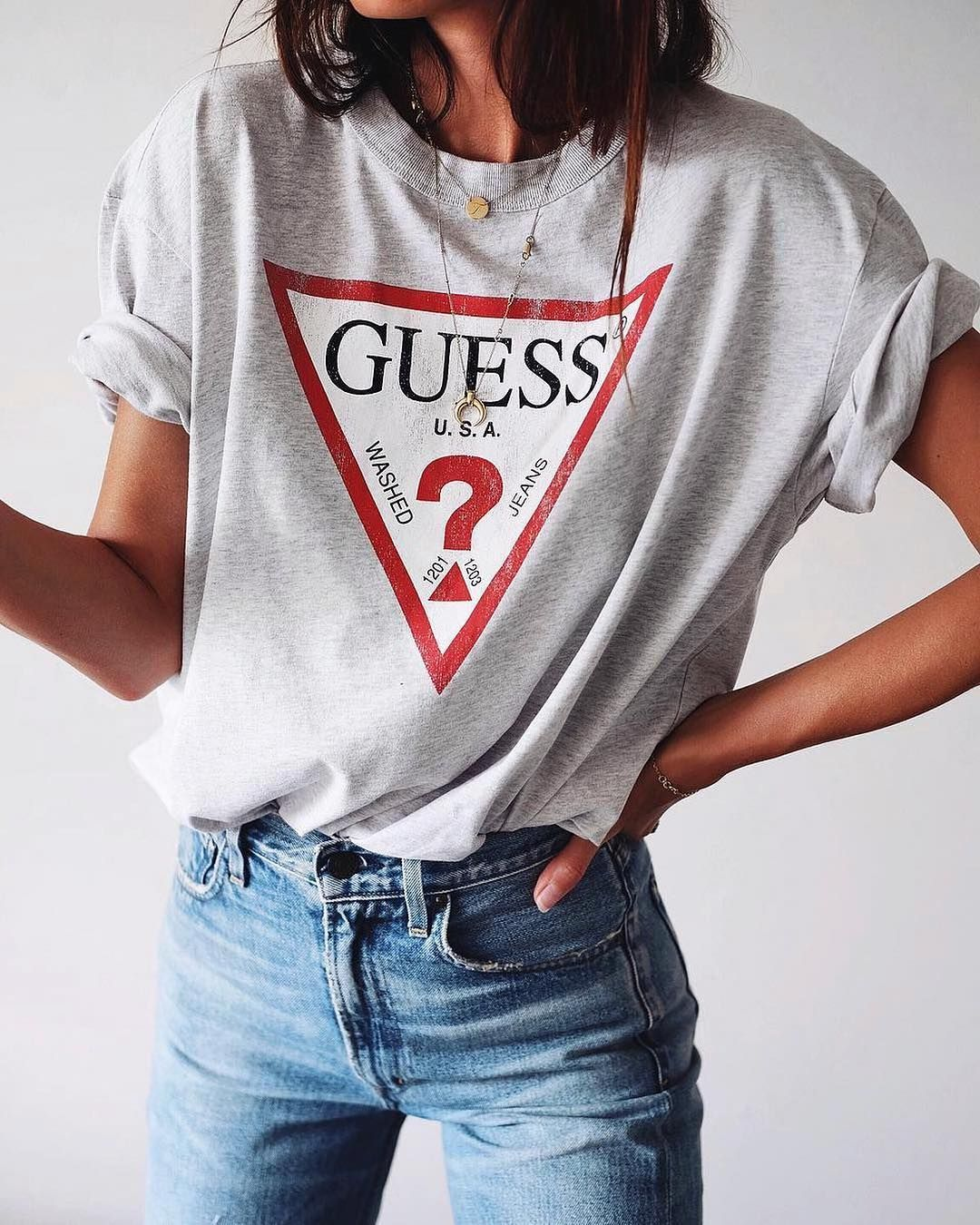 guess t shirt outfit