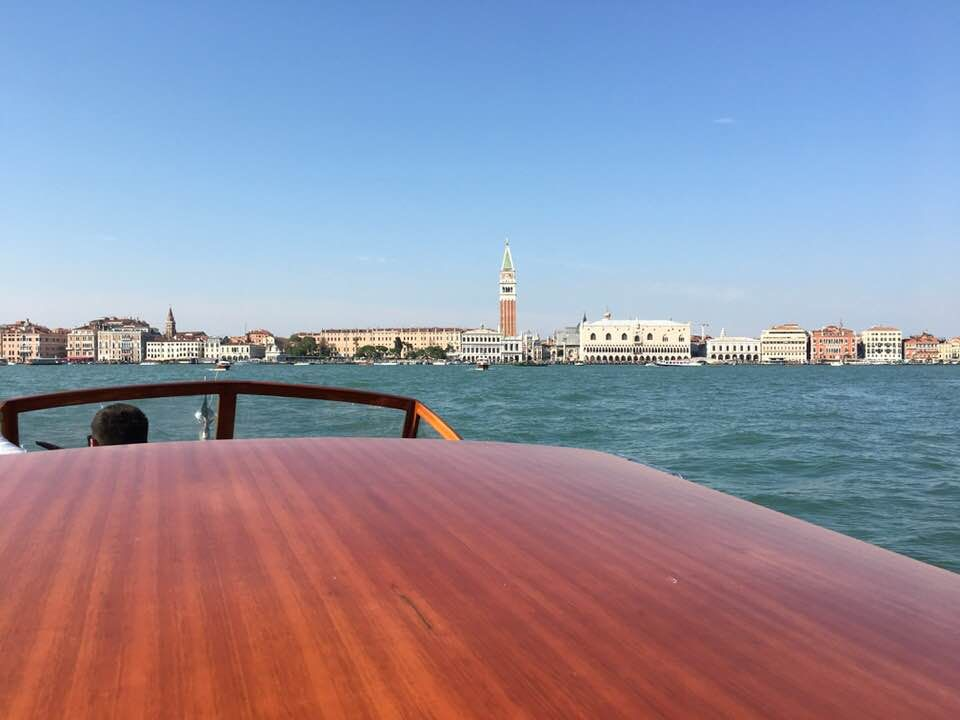 Bewerbung Zur Feier Speaker Slam Award Gewinner In Venedig Venedig Fortbewegung Fahren