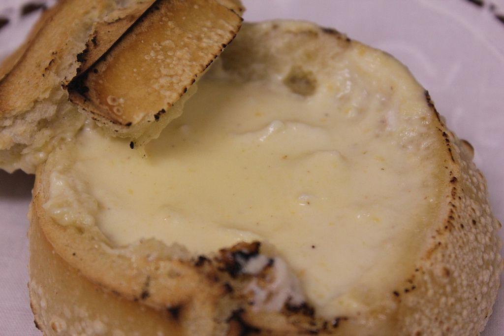 Pão Brocado (pão francês, com ou sem manteiga, tostado na chama do fogão)