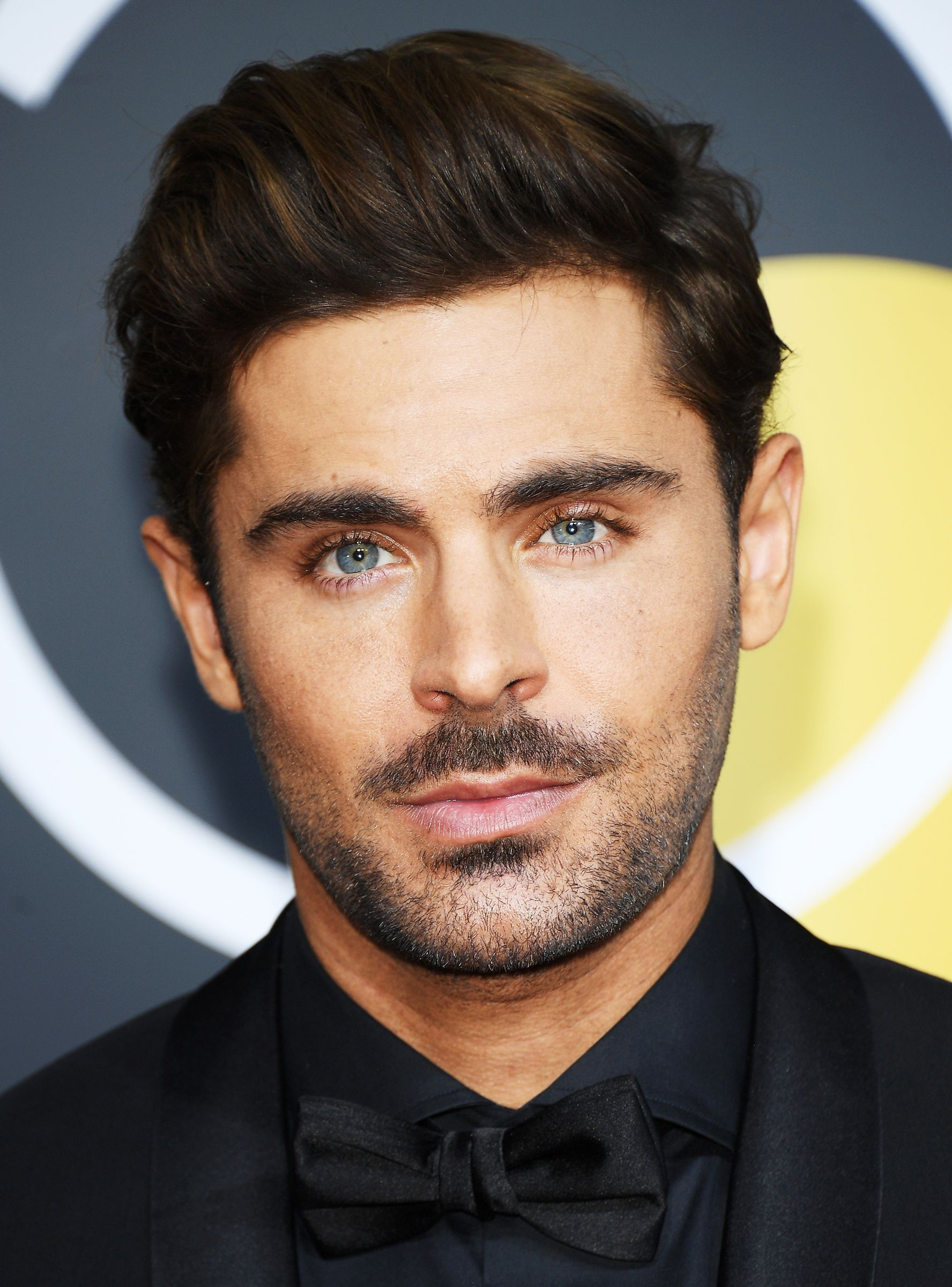 Why Does Zac Efron Look Like A Panini In These Photos From The Zac Efron Hair Top Hairstyles For Men Zac Efron Eyes