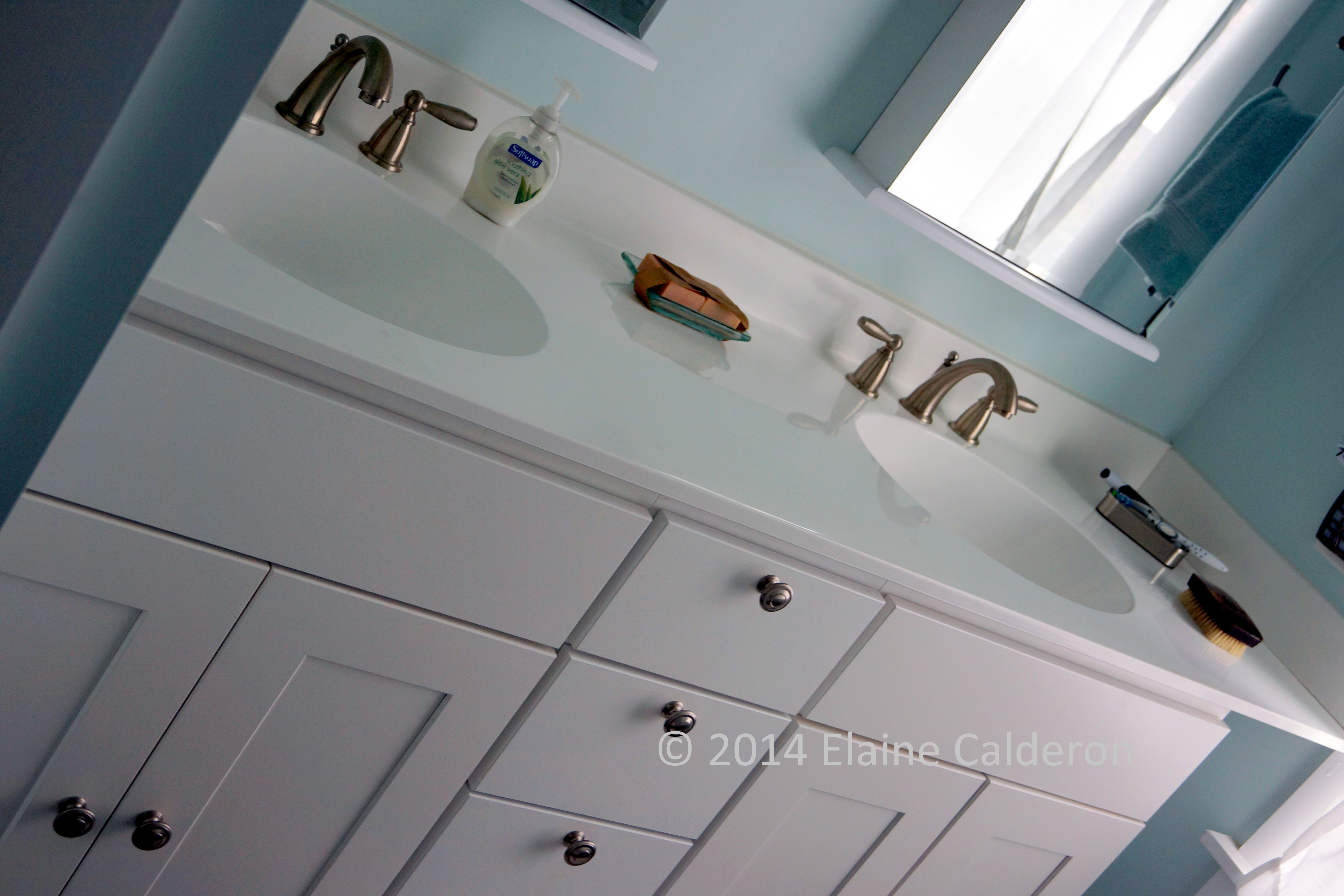 Wolf Clic Cabinets Dartmouth Full Overlay Door White Painted Finish Cultured Marble Vanity Top