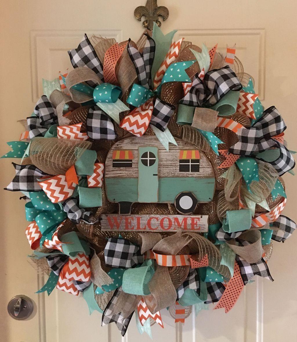 50 Popular Winter Front Door Decoration Ideas - SWEETYHOMEE #decomeshwreaths