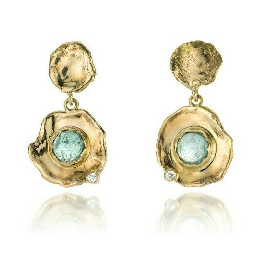 Fairtrade gold earrings with tourmaline and diamonds. By Hoogenboom & Bogers Edelsmeden. Photo by Erwin Maes photography. Www.hoogenboombogers.com