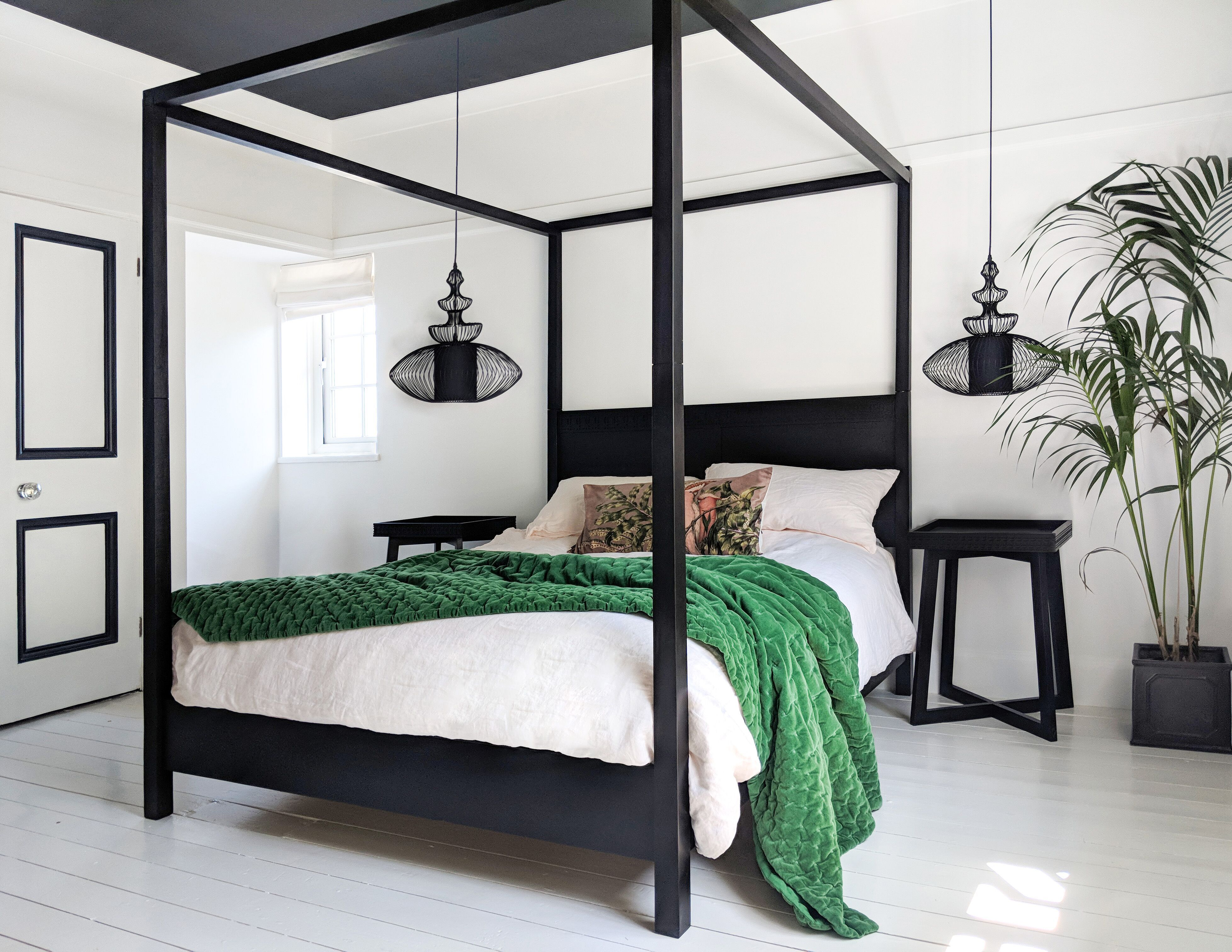 The Hedonist Black 4 Poster Bed In 2020 Black Canopy Beds 4