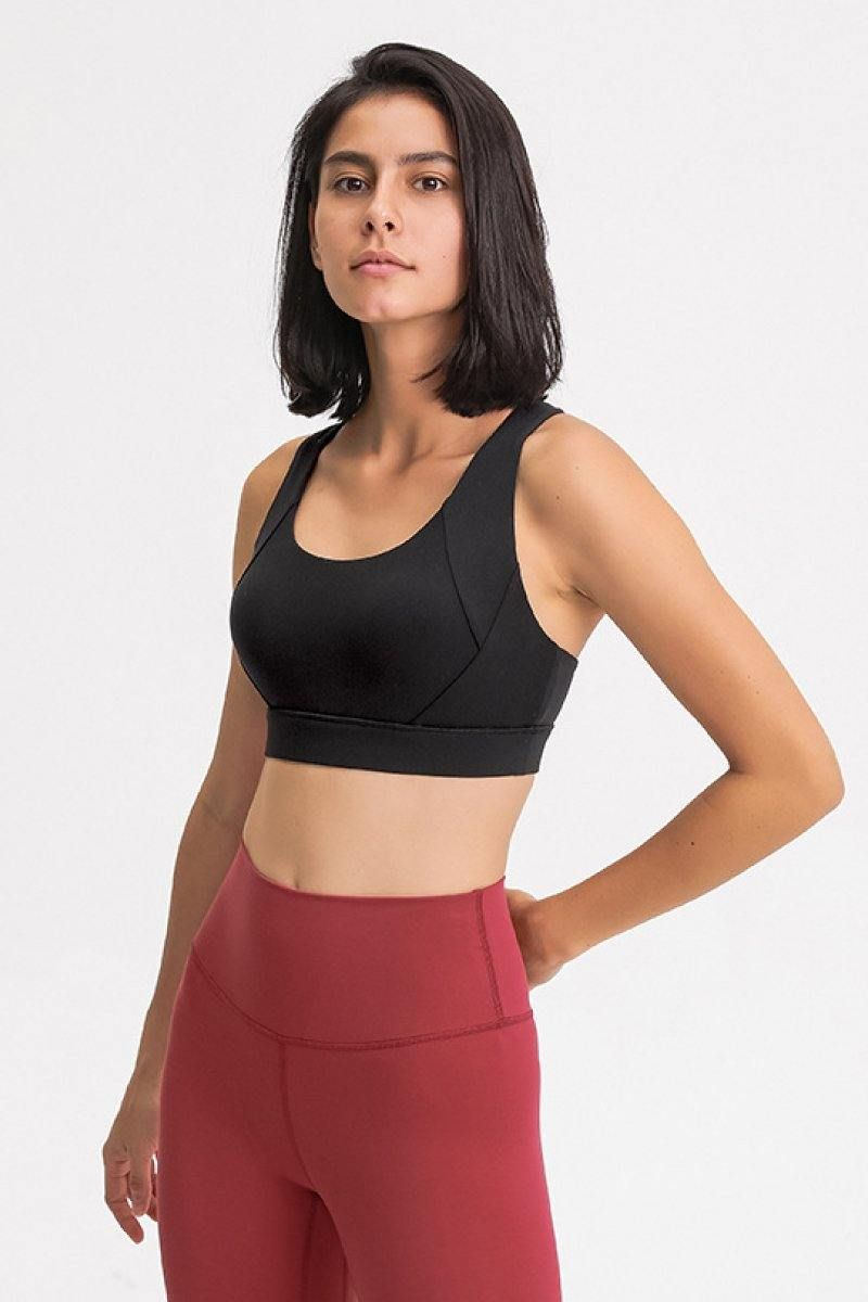 Extra-supportive bra fashioned with sleek straps on the back that optimizes your range of motion. Perfect for medium or high
