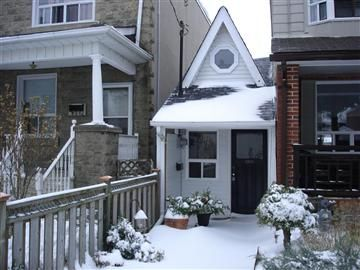 The Tiny Toronto House In Winter Toronto Houses Pretty House Little House