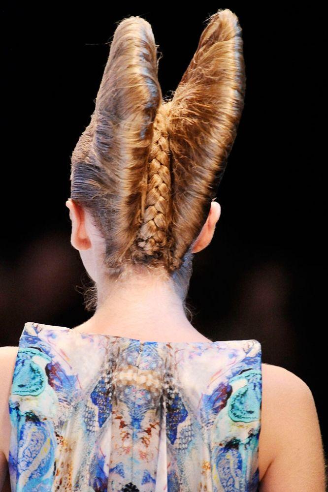 6ed0bc5e64 Alexander McQueen Spring 2010 Ready-to-Wear Fashion Show | Inspiring ...