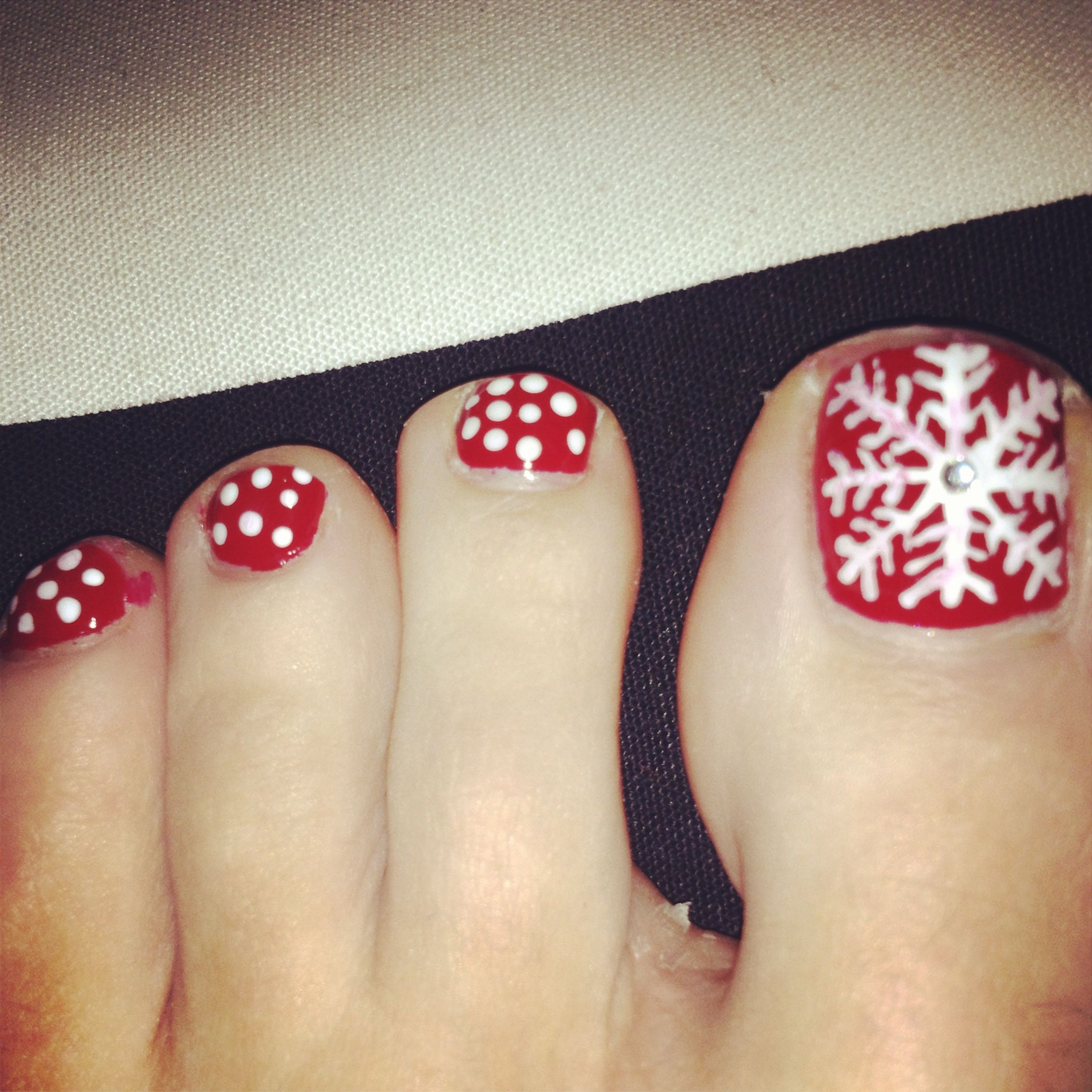 30 Best And Easy Christmas Toe Nail Designs Hair And Make Up