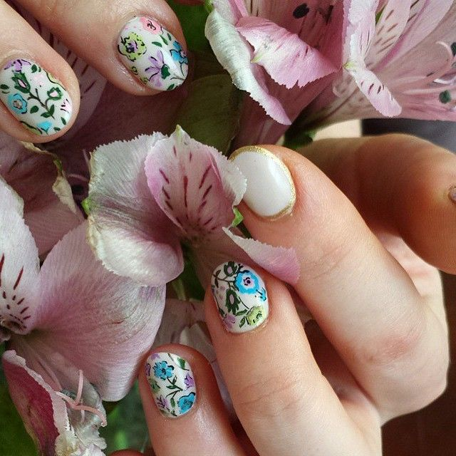 astrowifey / Grandma\'s Wallpaper Nail | AstroWifey : Manicures ...
