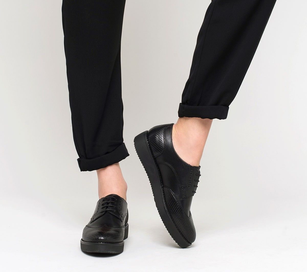 derby semelle compens e cuir noir derbies chaussures femme chaussures pinterest derby. Black Bedroom Furniture Sets. Home Design Ideas