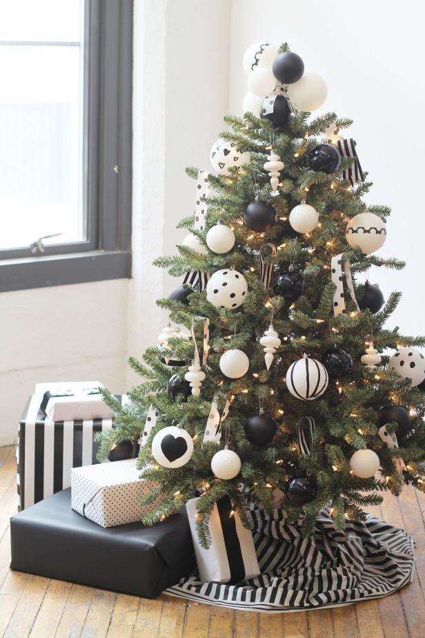 How to Decorate a Christmas Tree #blackchristmastreeideas