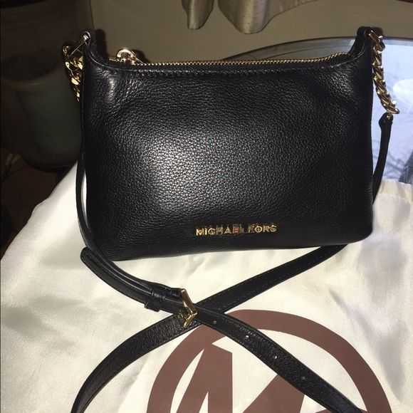"""Michael Kors Bedford Crossbody Carried twice. Soft pebble leather. Clean inside and out. I DO NOT TRADE‼️8""""L x 6""""H x 2""""D Michael Kors Bags Crossbody Bags"""