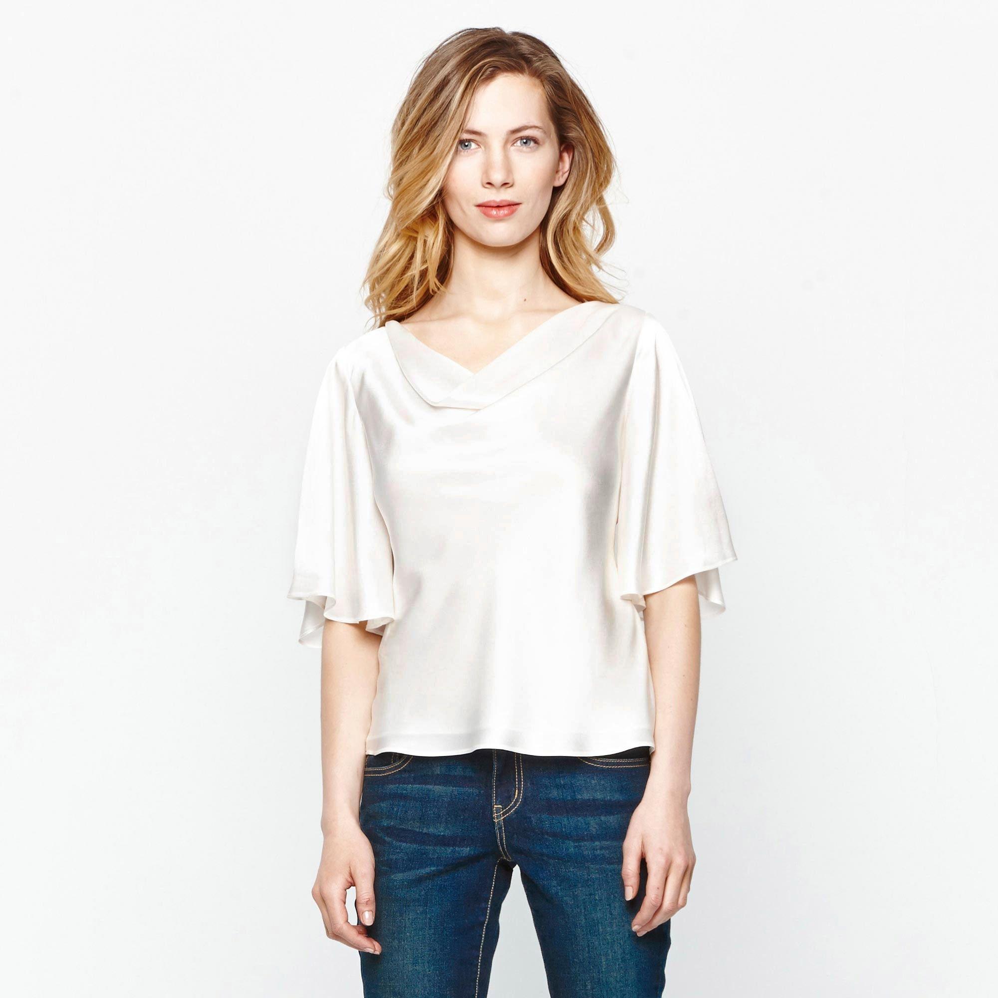f35ca278bb18 Sencilla blusa de seda, manga tres cuartos y cuello barco con efecto ...