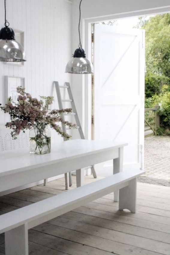 white life ©: Are you dreaming of a relaxed life in an old and remodeled white farmhouse?