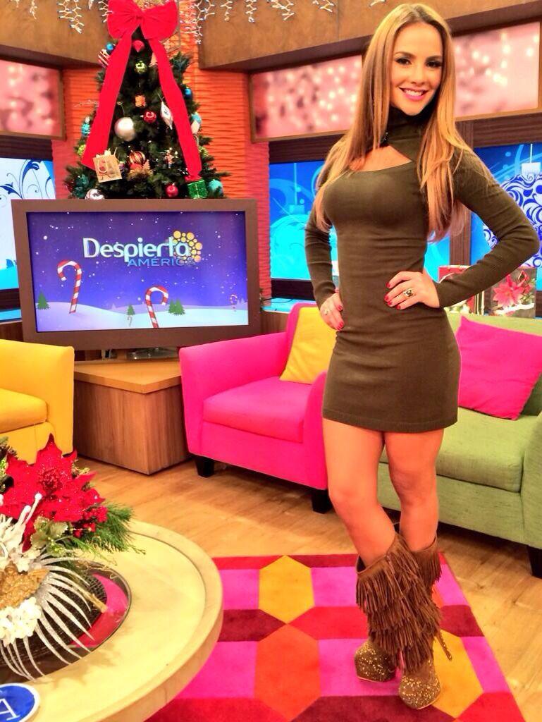 2017 ★ Hot Celebrity Woman ★ Ximena Cordoba In A Miniskirt