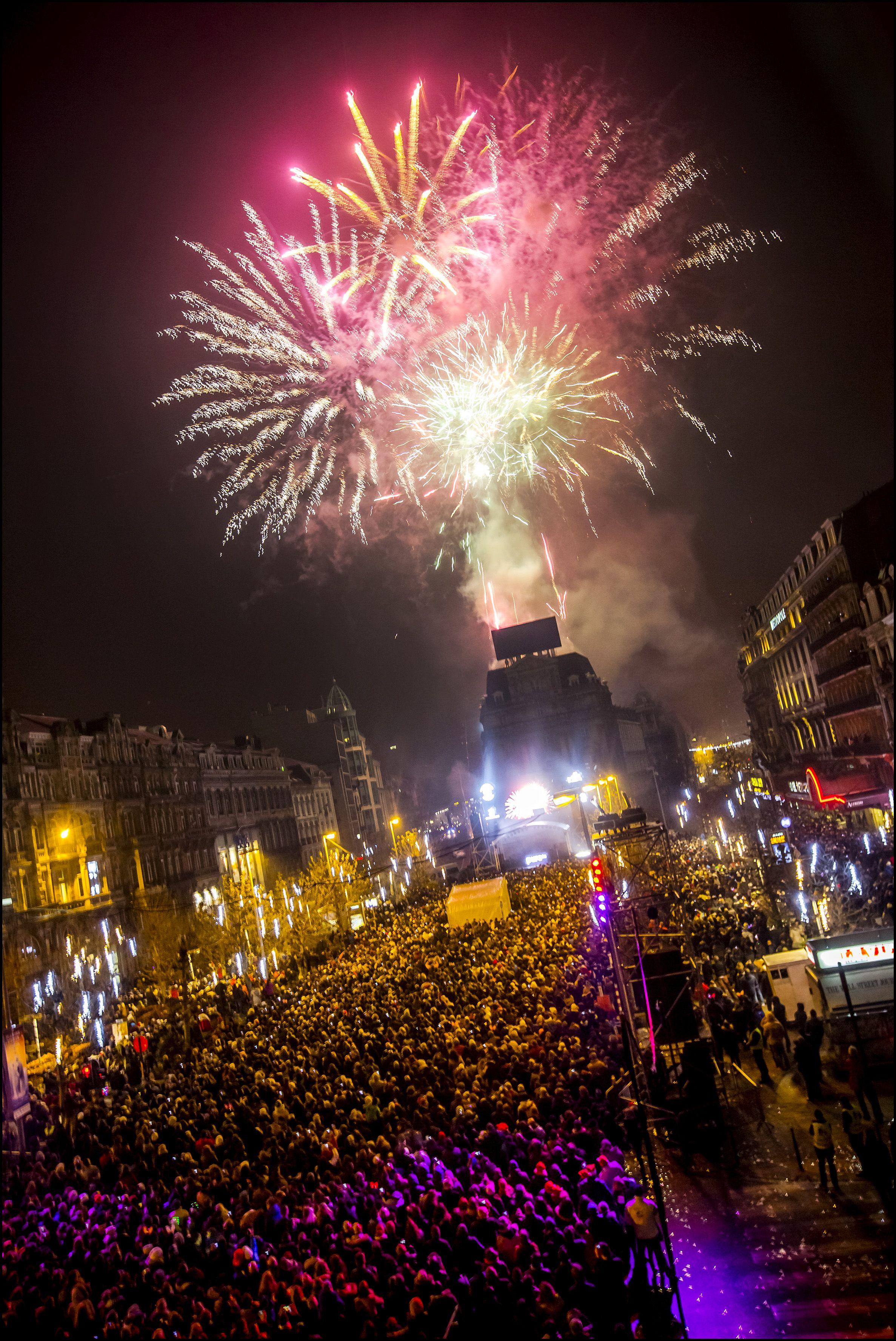 Feu d'artifice Place de Brouckère vuurwerk nieuwjaar De