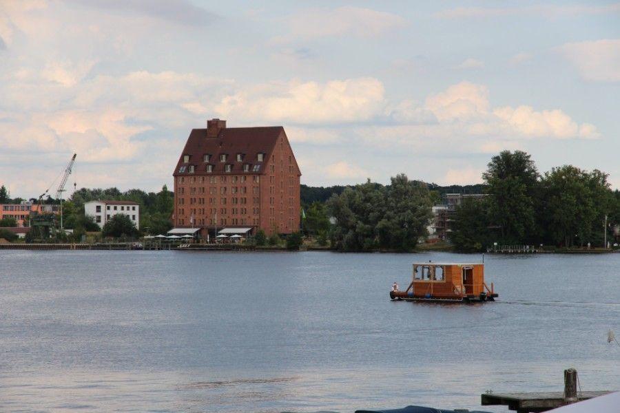 Floß, Boot, Hausboot, Mecklenburger Seenplatte