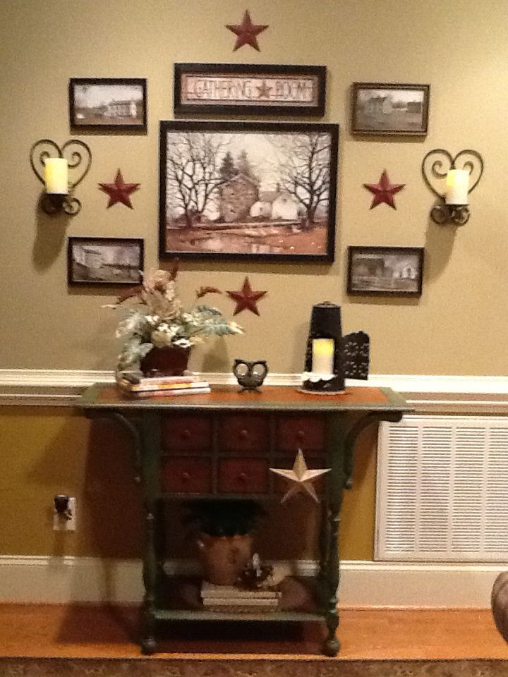 Nice Photo Grouping I D Really Like To Incorporate Those Stars In The Living Room Too Primitive Living Room Primitive Decorating Country Country House Decor