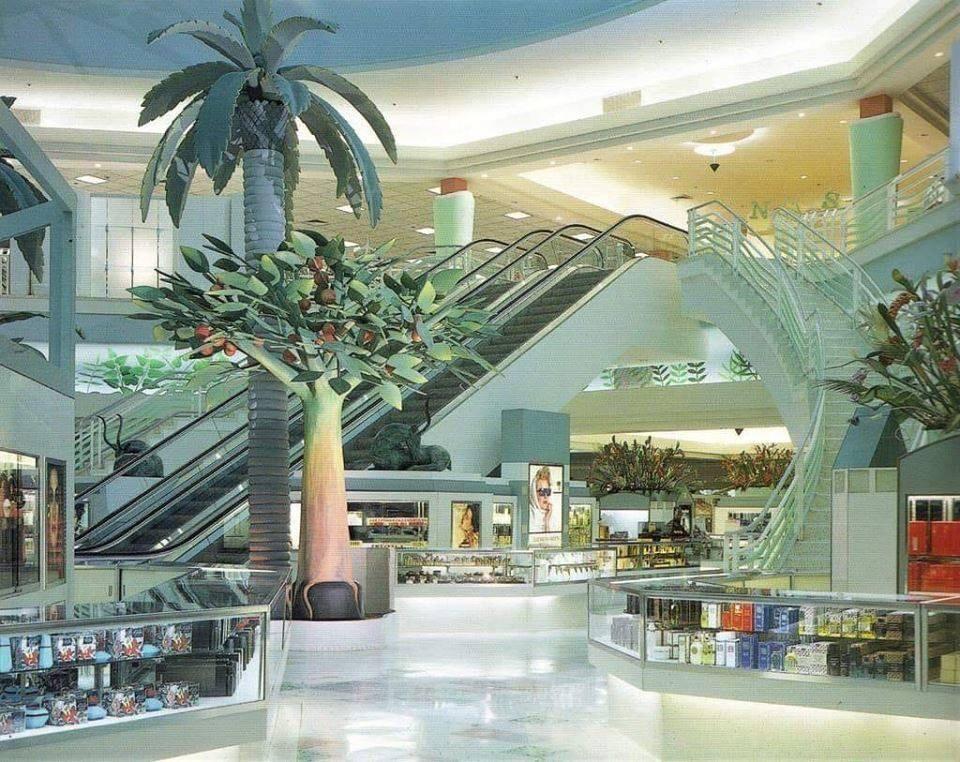This 90s Department Store In Mexico : VaporwaveAesthetics