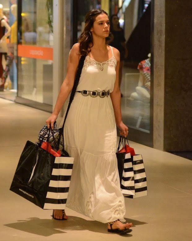 58050f611 look bruna marquezine vestido longo branco   Por Aí   Fashionismo ...