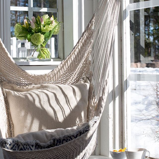 Oi, mikä ilma ☀️☀️☀️ Åh, vilket väder #kevätauringossa #kevät #kasvihuone #ivårsolen #vår #växthus #inthesunlight #springtime #greenhouse #greenroom