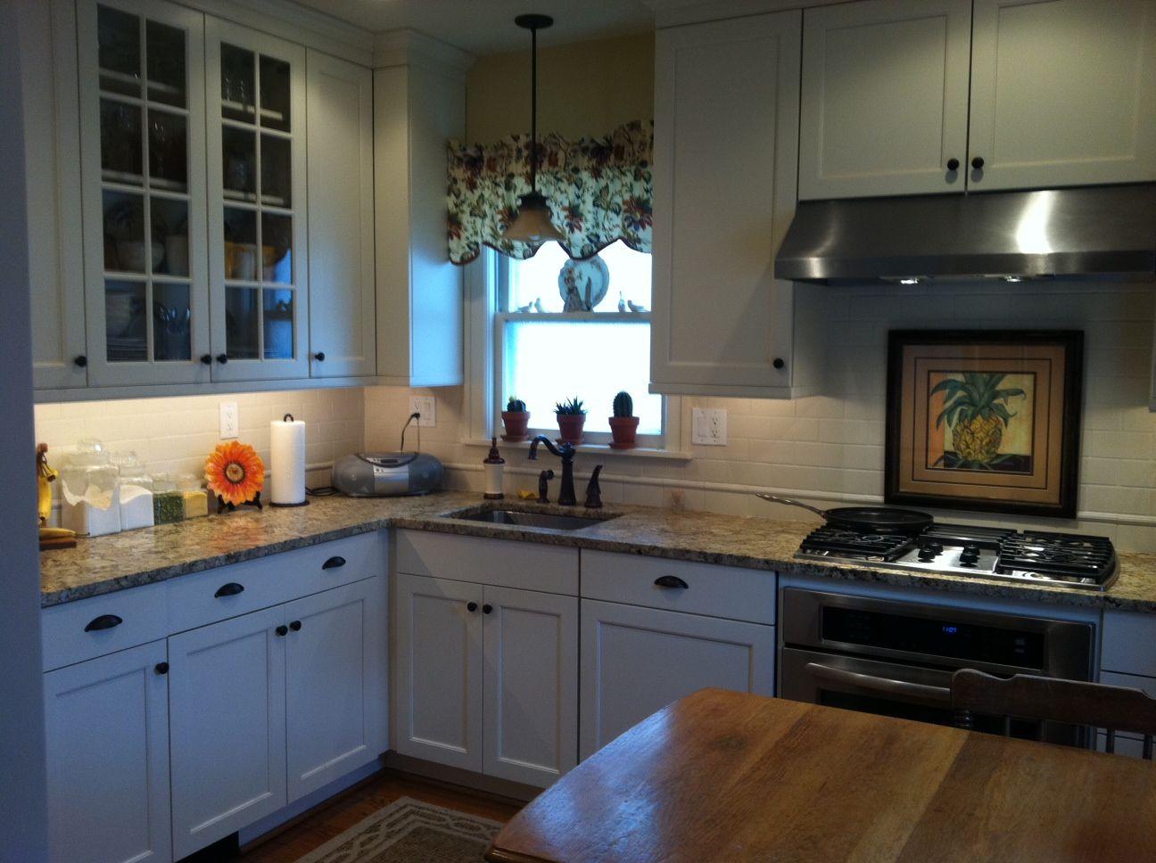 Kitchen Remodel Brookhaven Cabinetry Edgemont Recessed Antique White On Maple Kitchen Remodel Kitchen Kitchen Cabinets