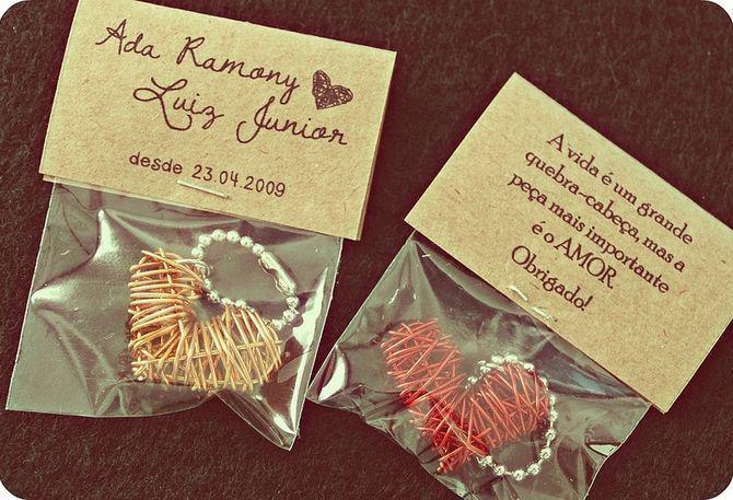 """Chaveiros de coração Foto: Reprodução / <a href=""""https://www.flickr.com/photos/lojaoui/6860430962/in/dateposted/"""" target=""""_blank"""">Oui Wedding Design</a>"""