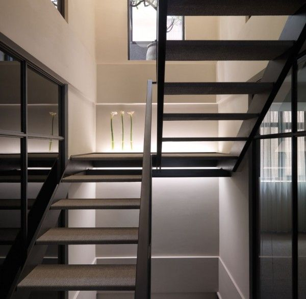 7 Ultra Modern Staircases: Smart Contemporary Apartment For Urban Worker : White