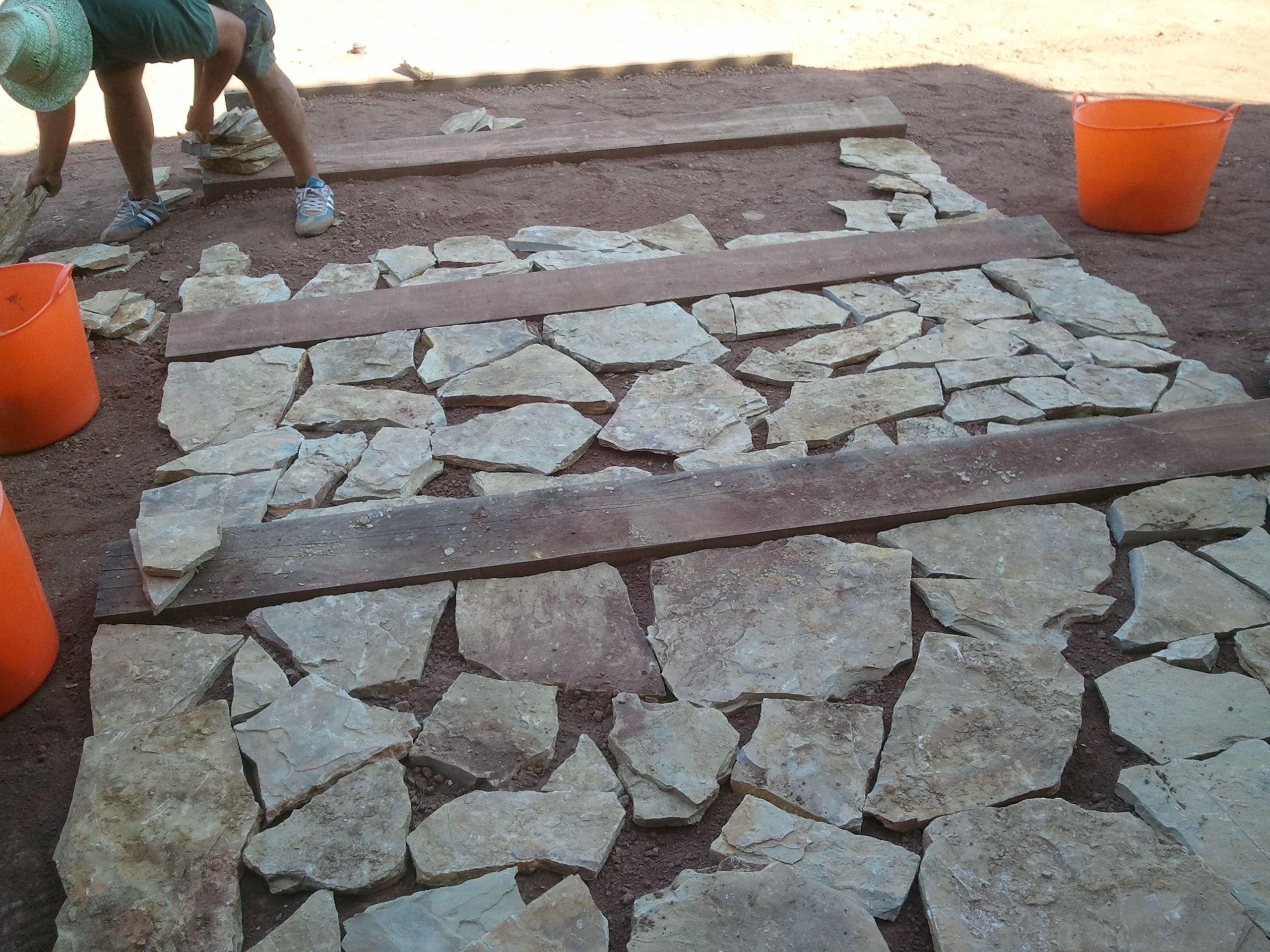 Fase 1 escalera de piedra jardines lessolaes http - Escalones de piedra ...
