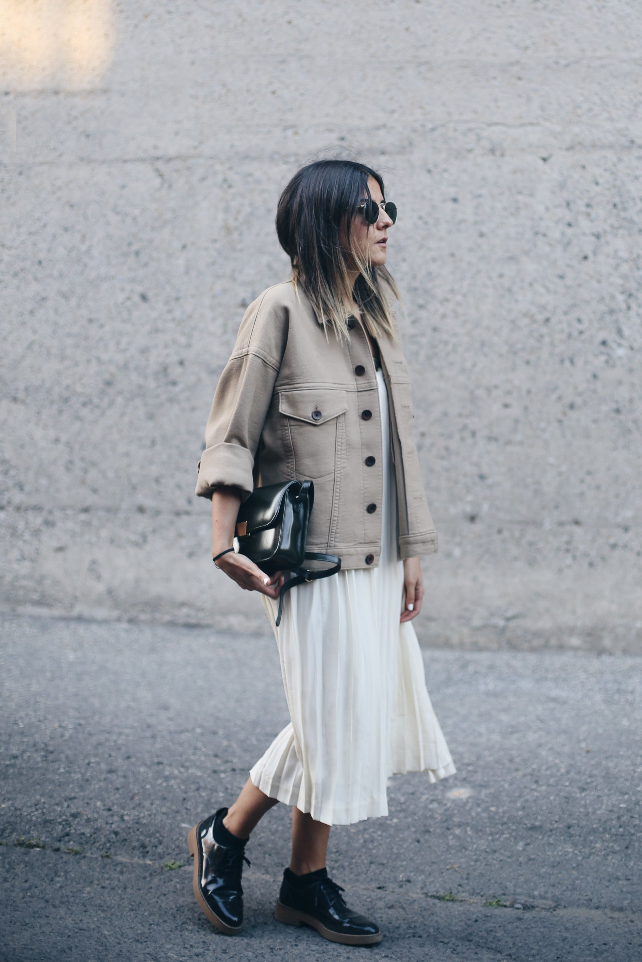 Robe blanche veste beige