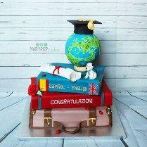 Torta laurea in lingue, valigia, libri, mappamondo e cappello!