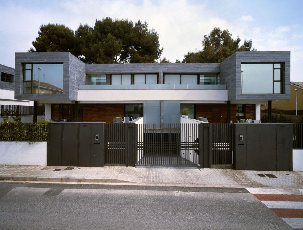 House design gate - Architecture Modern Exterior Design With Dark Grey Metal Fence Gate Of Six Semi Detached Houses
