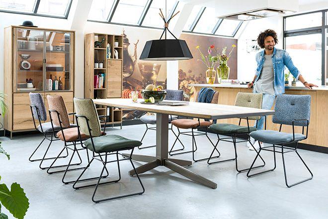 Xooon houten eettafel en eetkamer stoelen vraag het gratis