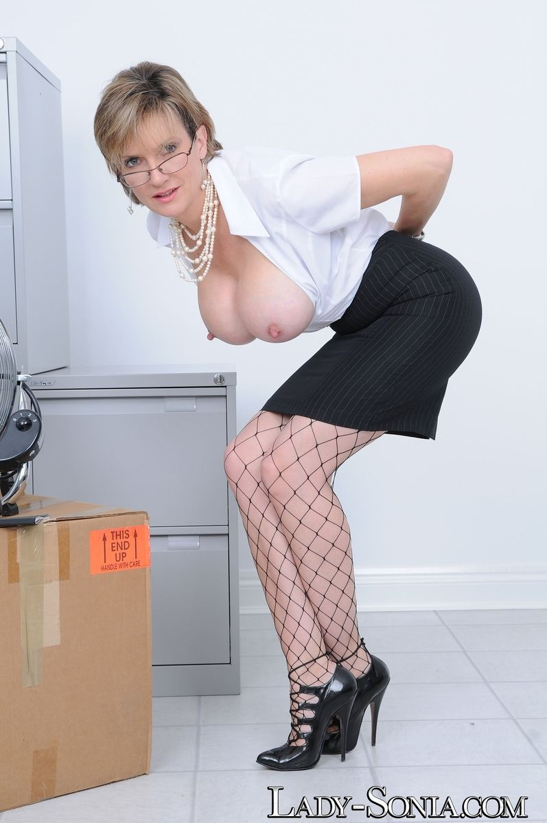 secretaries tits galleries