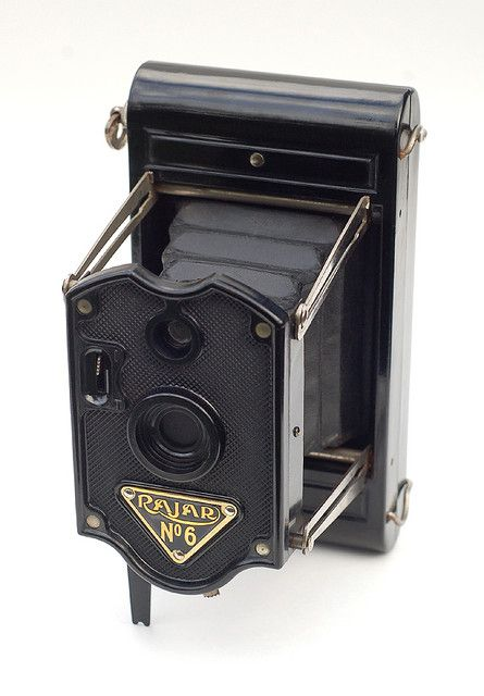 Rajar No. 6  Made by APM (Amalgamated Photographic Manufacturers) in London, England. Introduced in 1929.