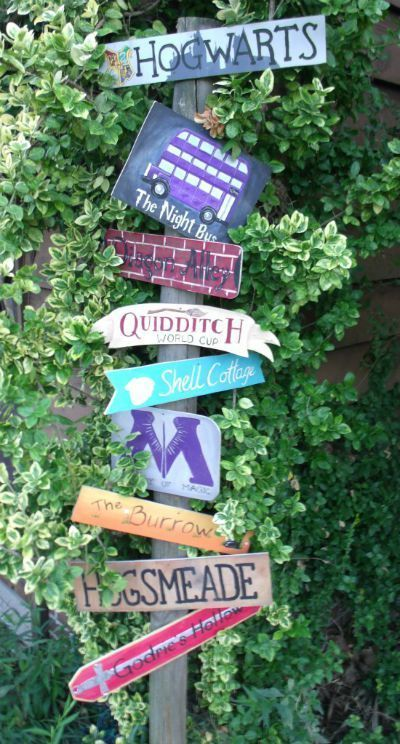 Harry Potter Places Sign / found on Craftster / Round up by Busy Mom's Helper #trucsdenoël