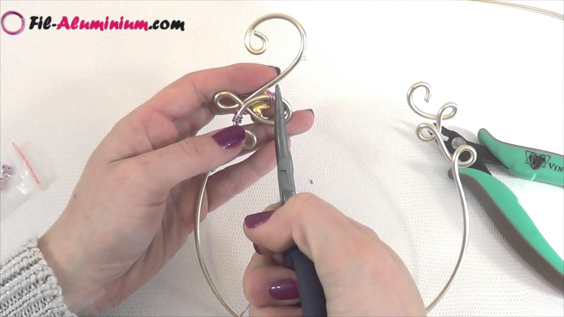 Tuto collier mariage en fil aluminium 3mm et perles pinteres - Comment faire un collier en perle ...