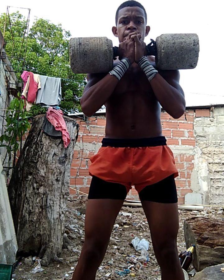 Squat 😜 #burpees #crossfitgames2019 #megaplexcomplex8 #crossfitcolombia #bike #crossfit #fitness #ro...
