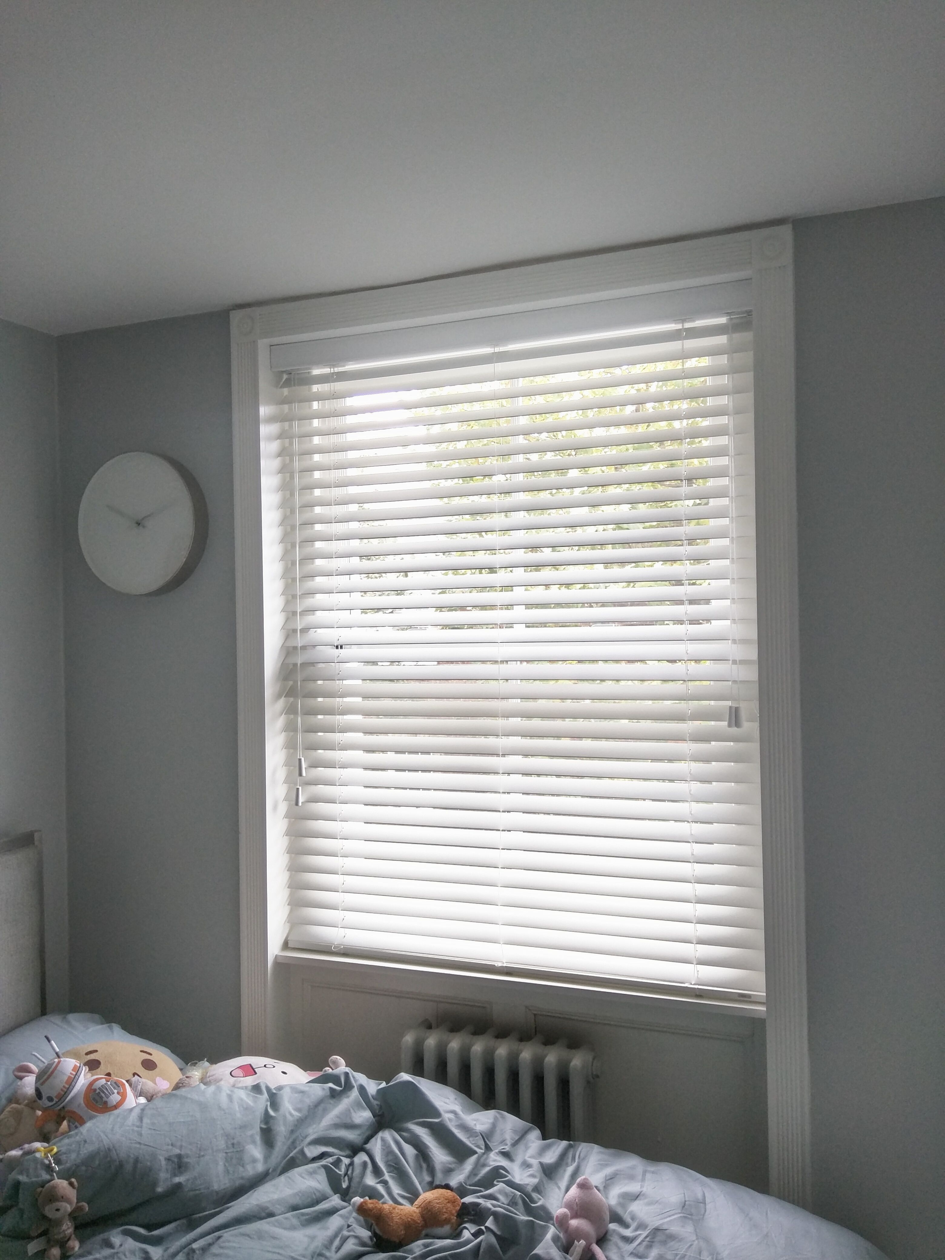 Wooden Venetian Blinds With Matching Strings Fitted To Bedroom Window In Islington Pure White Blinds Made To Measure Bedroom Blinds Made In Uk Bamboo