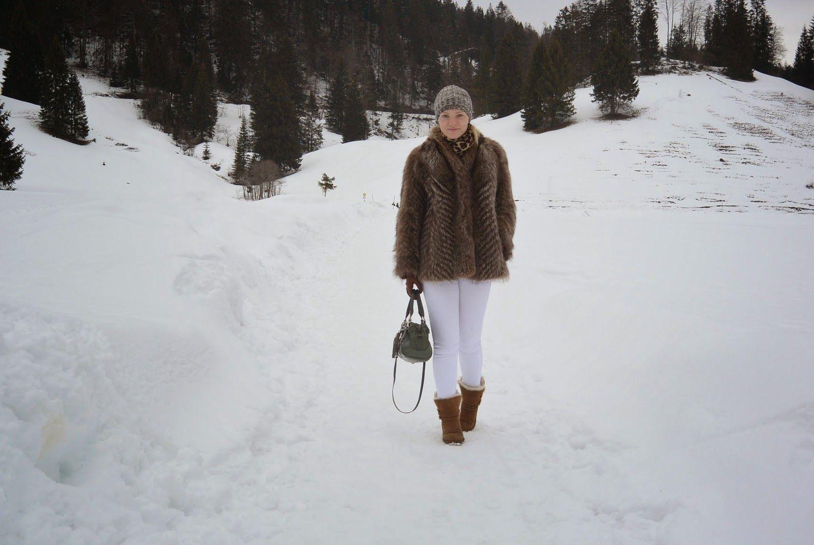 #fur #furcoat #ugg #winer #look #ootd #jeans