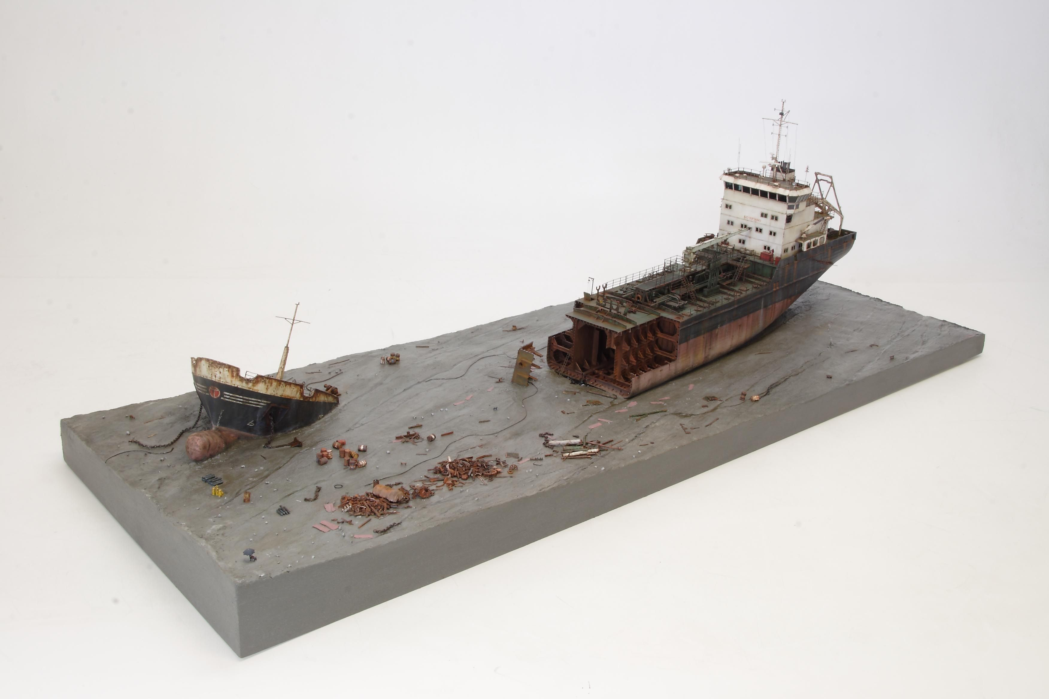 Beach in Chittagong wreckage of cargo ship 116 Scale
