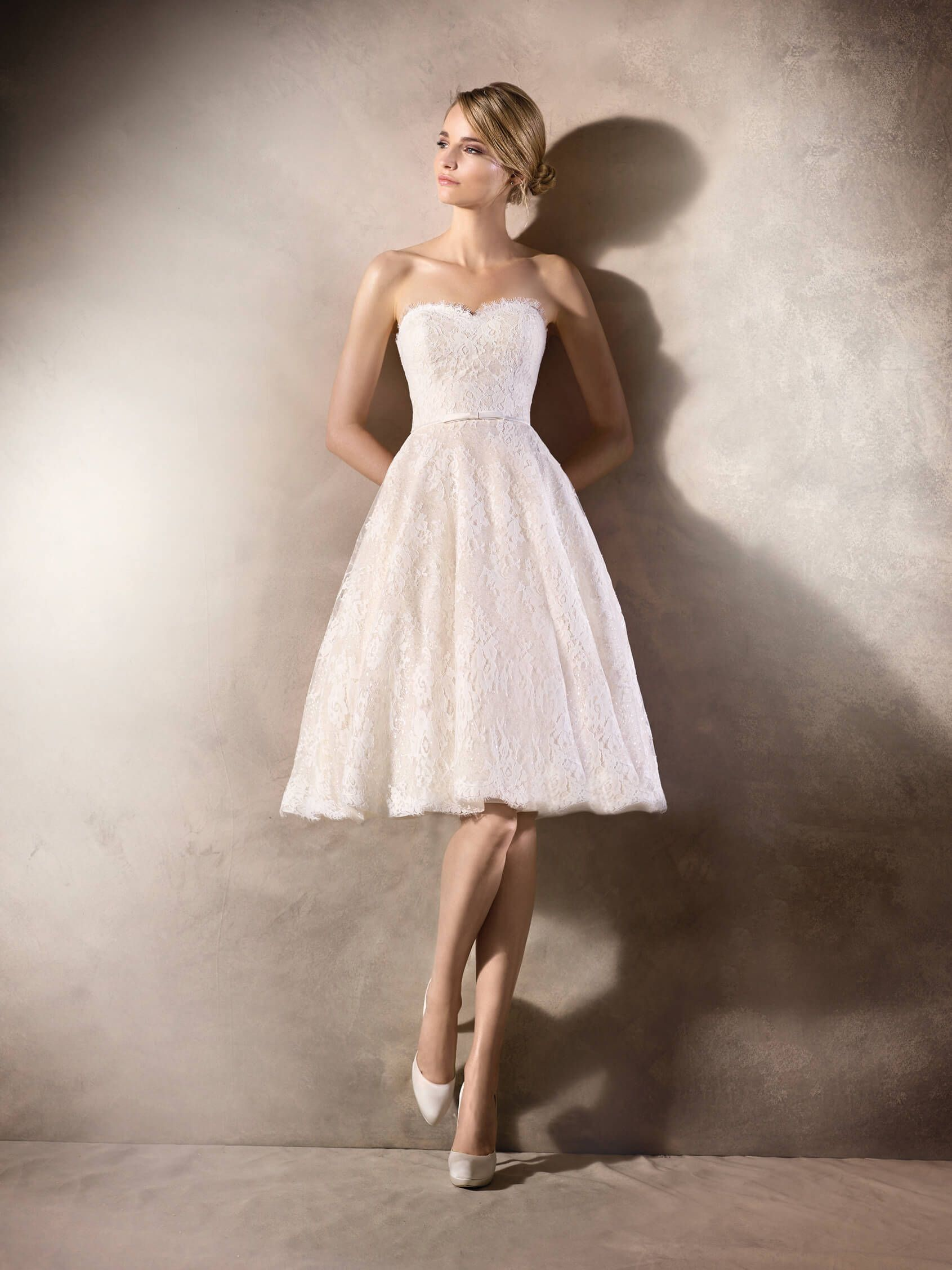 Halden short lace wedding dress with paillettes la sposa