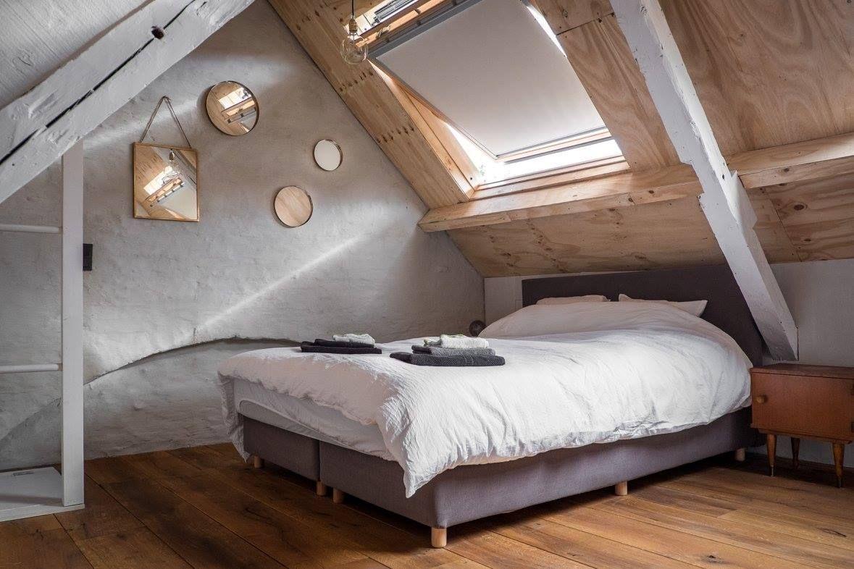 Interieur van csar guesthouse in brugge belgie slaapkamer op